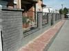 Suchy mur grafit i metalowe wypełnienie.